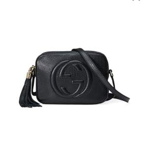 Sökes : svart Gucci disco väska i äkta skinn/läder  Ska kunna skickas, vill gärna ha med kartong eller dustbag osv. Pris beroende på kvalité och skick