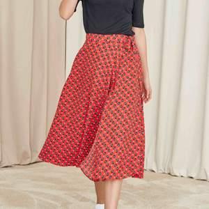Söker denna! Haiti kjol röd från Indiska, storlek Small!