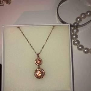 Roséhalsband med diamanter!🤩 hämtas i Stockholm eller fraktas❤️ asken ingår ej😬🥰