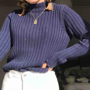 Stickad tröja från Gina Tricot i bra skick, köparen betalar frakt<3