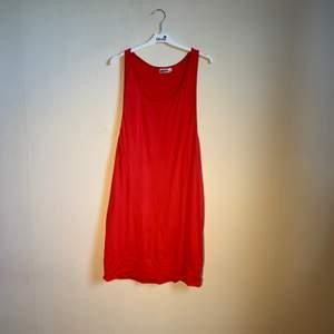Rött linne sommar lite längre.