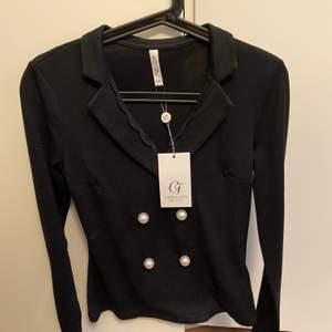 Oanvänd jättefin och stilig tröja i mjukt material! Köpte denna för 399kr