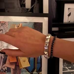 🦋Säljer detta sjukt snygga armband med nitar på🦋⚡️