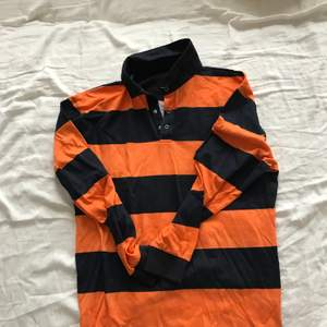Fett snygg tröja från lager 157, storlek S men passar M och XS också. Kan frakta och mötas.