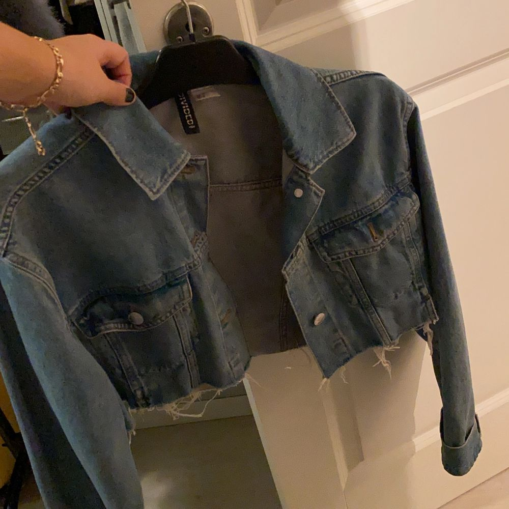 Kroppad jeansjacka från h&m. Jackor.