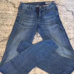 As snygga jeans som tyvärr inte kommer till användning, om fler är intresserad blir det budgivning ❤️