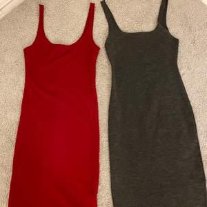 Två tajta klänningar i röd och grå med en slits därbak. Storlek S på båda. Säljer båda tillsammans för 99.