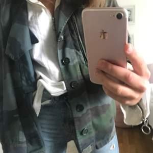 Superfin vit skjorta nice o ha under en jacka typ. Från hm i strl 36💕💕