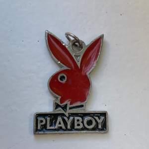 Playboy-berlock ca 1,5-2 cm stor. Snyggt att hänga på halsband.
