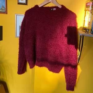 Vinröd supermysig tröja. Knappt använd!