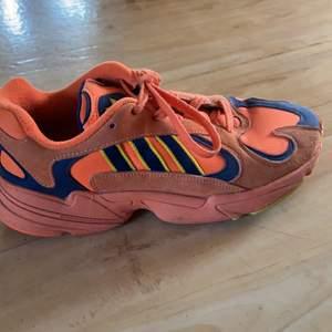 Skor som är typ oanvända. De är jättesköna och är i bra skicka. Nypris 1200. Priset går att diskuteras!