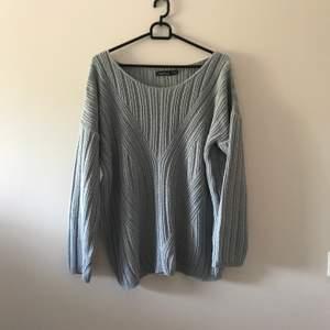 Oversize stickad tröja i världens finaste ljusblåa färg. Priset inkl frakt 📦