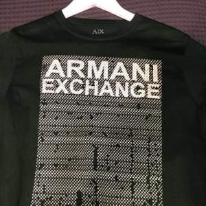 """Äkta Armani Exchange med text av """"Armani Exchange"""" över hela rutan med små bokstäver. Använd typ 3-4 gånger. Pris kan diskuteras"""