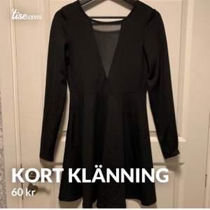 Säljer en jätte fin kort volang klänning  med öppen rygg