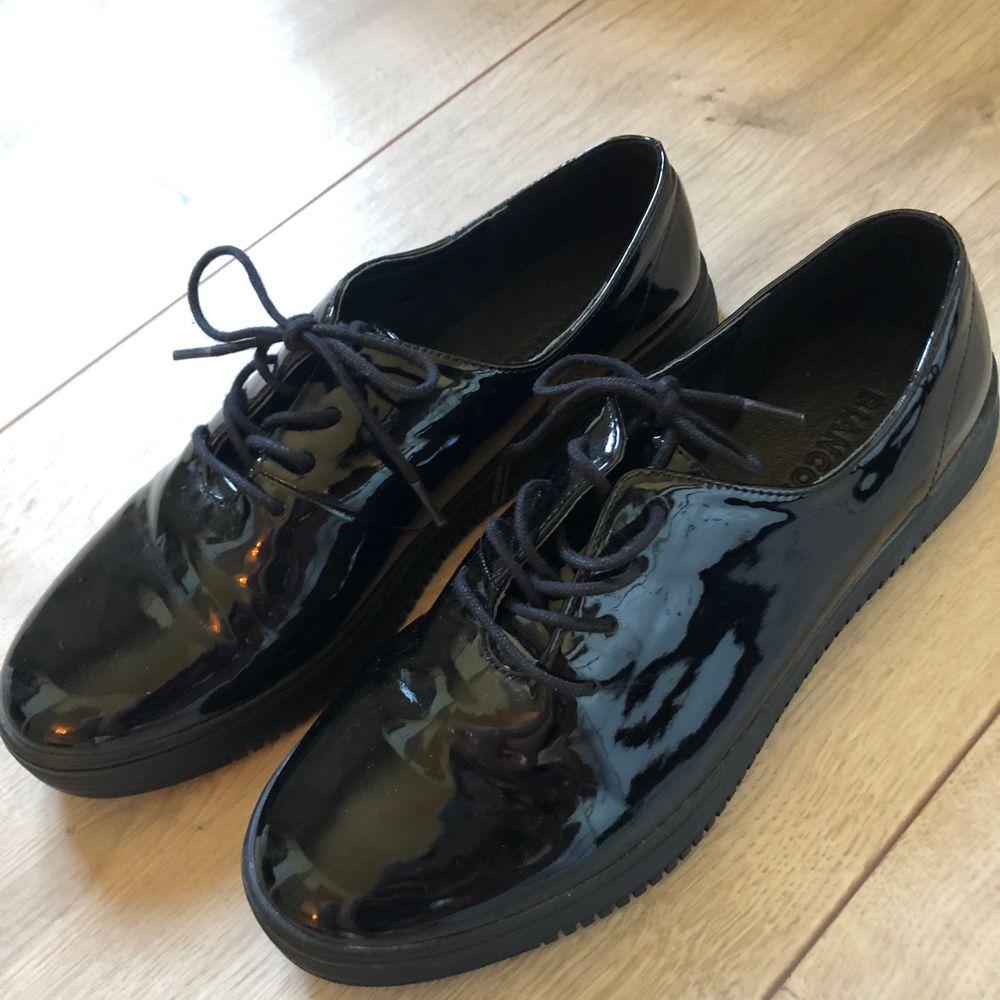 Blanka svarta skor, oanvända . Skor.