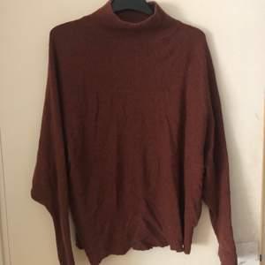 Mysig orange/brun tröja, står strl xs/S men är väldigt stretchig så passar från s-l typ