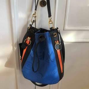 Kenzo väska i m storlek, knappt använd och svin cool. Köpt i deras egna butik i Barcelona - nypris 4900 (pris kan diskuteras vid snabb affär) 😁