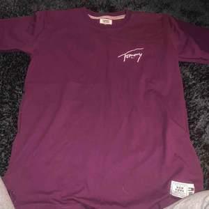 Tommy t-shirt äkta  Bra skick  Kan posta