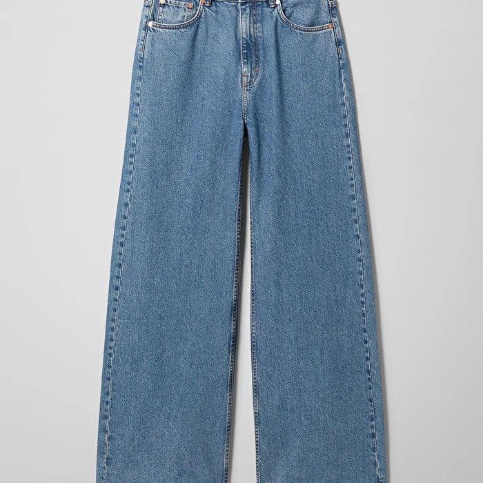 Säljer mina weekday - Ace stl 28/32, jag är 168cm och de är lagom längd på mig! Skriv i chatten för fler bilder/ frågor! . Jeans & Byxor.