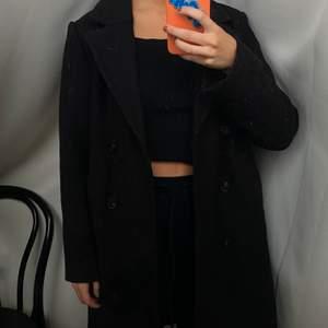 Ny svart kappa från Gina Tricot i ull. Nypris 899💘