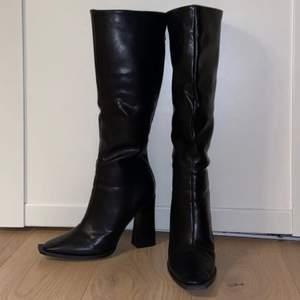 Så snygga boots från NASTY GALL i storlek 41 !💓 har andvänt bara 1 gång! Budas från 290kr