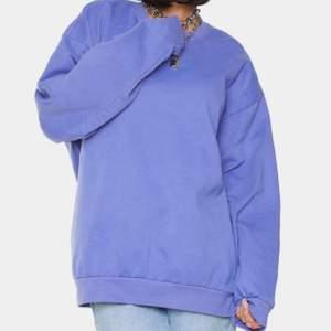säljer denna snygga sweatshirt oanvänd! Storlek L. Så ball sweatshirt men den kommer aldrig till användning! Köp direkt 250 + frakt