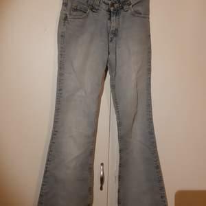 Min mammas super coola gamla Lee jeans i W27❤ kan mötas i sthlm och priset är diskuterbart🥰❤