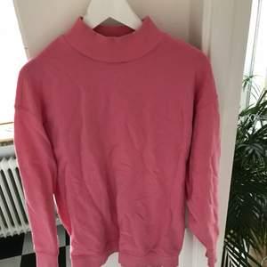 Superfin vintageinspirerad rosa tröja från weekday.