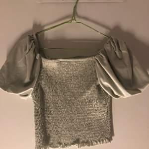 Jättefin tröja med jättefint skick kommer inte till användning längre, använt fåtal gånger💕fläckfri, pistage grön färgad är tröjan💖