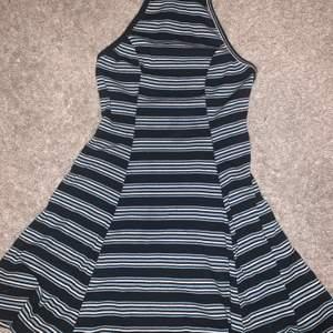 Fin klänning från hollister, använd fåtal gånger.