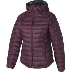 Jätte fin unik mckinley jacka, med vinröd sig färg. Den är i storlek 40 =M. Inga defekter och är knappt andvänd!