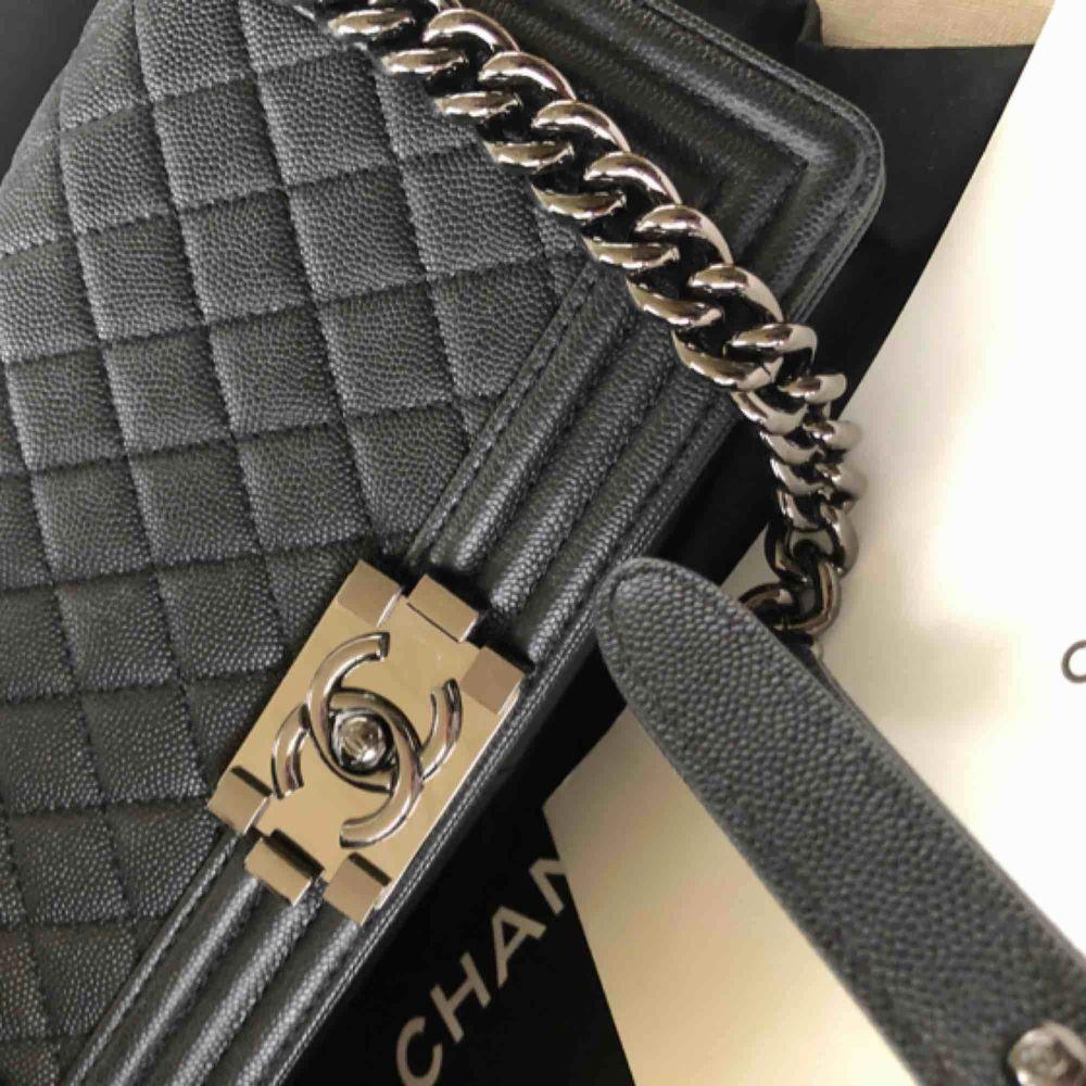 Chanel . Väskor.