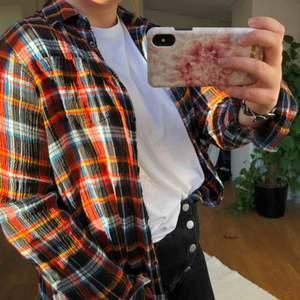 Superfin och trendig skjorta från Wrangler, säljer en likadan med lila färger också🧡använd 2 gånger🧡