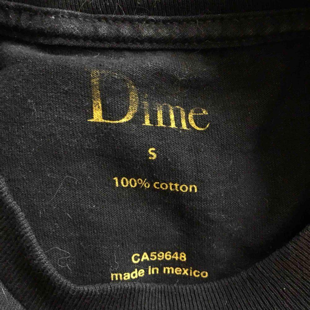 Tshirt från Dime i storlek S . T-shirts.
