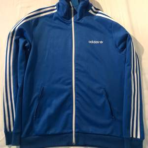 Size M, good condition only worn a few time