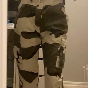 Missguided pants camo 300 kr storlek S (säljer för att ja it använder dem) (inte min stil)