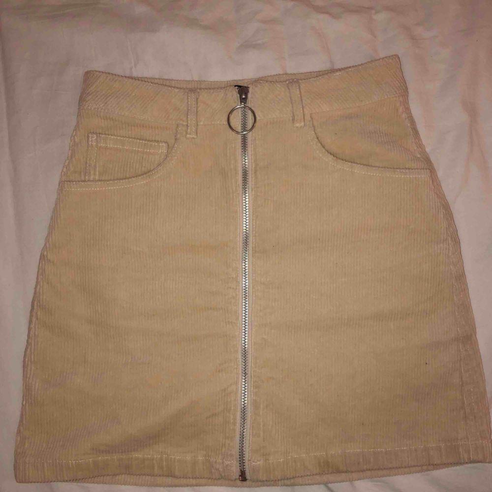 Manchesterkjol som har används cirka 3 gånger 💘  Kunden står för frakten. 💞. Kjolar.