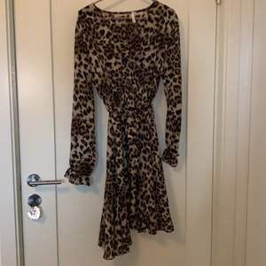 Jätte fin leopard klänning som jag inte fått användning för, helt oanvänd, köpte på raglady för 800kr