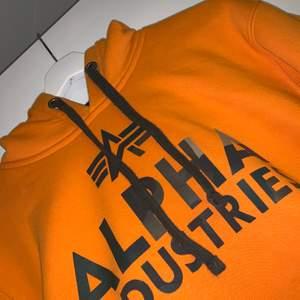 Jätte fin hoodie med hur frön färg som helst. Kommer tyvärr inte till användning. Använd kanske 5-10 gånger. Väldigt fint skick.