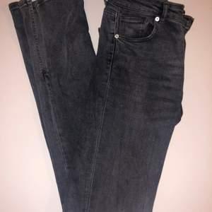 Ett par jättesnygg jeans den zara! Jag behöver rensa min garderob och känner att jag använder dom för sällan