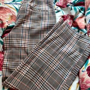 Långa, breda kostymbyxor från Kappahl, aldrig använda med lappen kvar! Säljer nu allt* för 20-30kr på min profil! Gå in och kolla vetja!🤩✨🌸