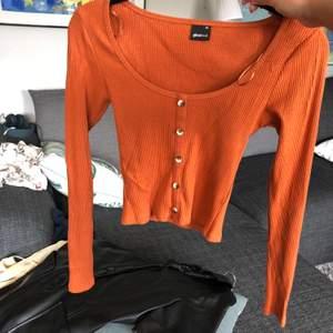 Orange ribbad tröja från Gina Tricot. Aldrig använd! (Frakt 40kr tillkommer)
