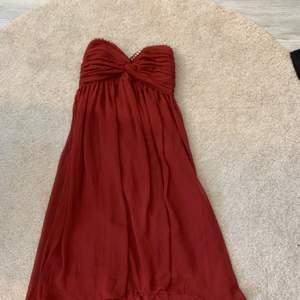 Jätte fin klänning, vinröd , stl xs, pris kan diskuteras
