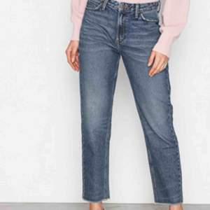 Supersnygga mom jeans från Lee. Säljer då de blivit lite små för mig. Bra skick!