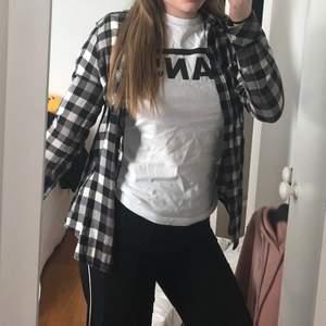 Rutig skjorta från crocker 🦋 storlek XXS men passar mig som har S 🦋 100 inklusive frakt 🦋
