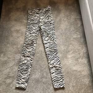 Jeans ifrån Zara med olika möster! 100 + frakt. Aldrig använda