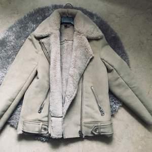 En fin höst/vår jacka, storlek 32