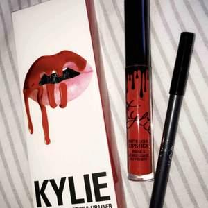 Säljer på grund av dubblett, ett lipkit från Kylie i färgen 22 köpt på eBay. Det är en otroligt fin röd färg som torkar och blir matt på läpparna.   Helt oanvänt, har alltså varken testat eller swatchat det.