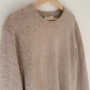 Schysst tröja stickad tröja från These Glory Days. Endast använd ett fåtal gånger, bra skick! Köparen står för frakt 😊