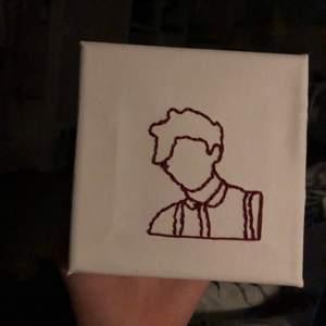 En broderad canvas tavla med denna bilden på Louis tomlinson❤️